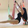 空姐身体柔韧大玩瑜伽