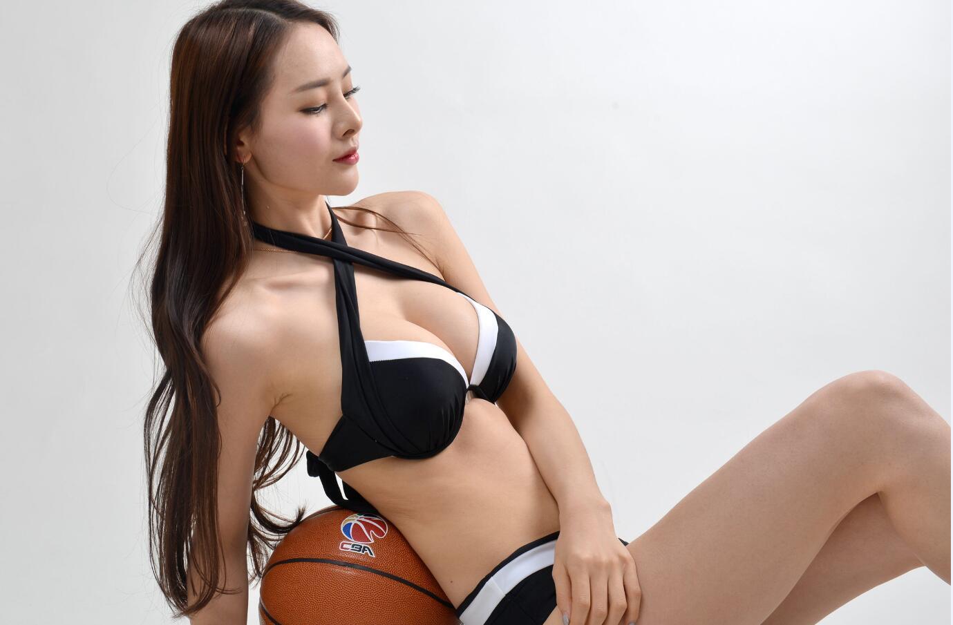 胸模大赛冠军拍写真恭贺四川夺冠 浑圆双乳呼之欲出