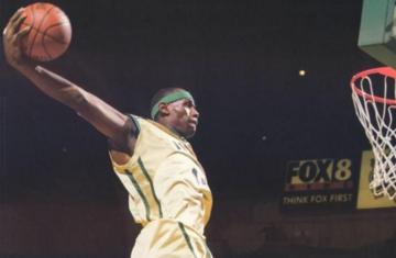 禽兽天赋!NBA群星高中时期恐怖扣篮表演