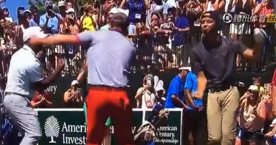 库里现身高尔夫锦标赛,与贾老板搞笑跳卡尔顿舞