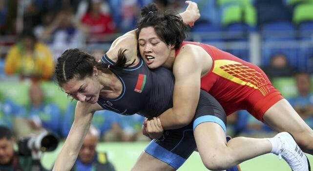 张凤柳获女子自由式摔跤75公斤级铜牌