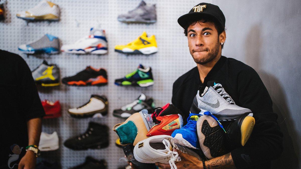 内马尔竟然在鞋店买鞋花了1万8千多美元,看看他买了什么