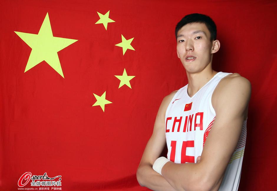 周琦2015中国男篮热身赛十佳球:多面手