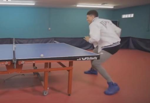 哎呦不错!布克打乒乓球水平可以啊
