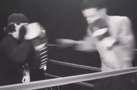 加强身体对抗!湖人新秀库兹马进行拳击训练